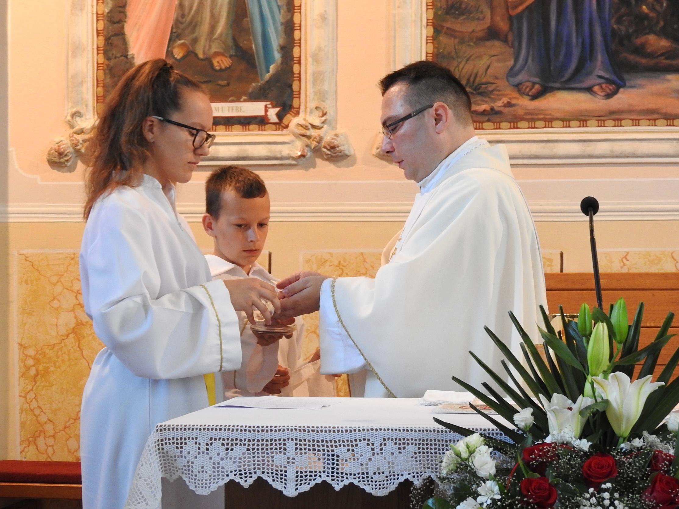 Ministrantica Marija i ministrant Luka - obnova bračnih zavjeta 2019 (Markovac Našički) - 28.6.2019.